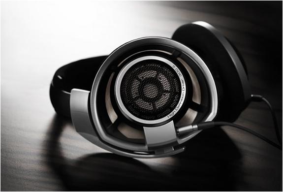 img_sennheiser_hd_800_headphones